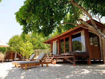 outdoor lounge beach room